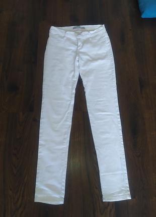 Белые джинсы с низкой посадкой
