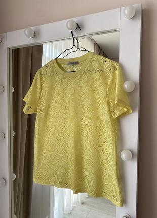 Желтая футболка оверсайз полупрозрачная кружевная блуза
