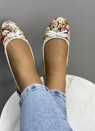 Балктки туфли белые с цветами