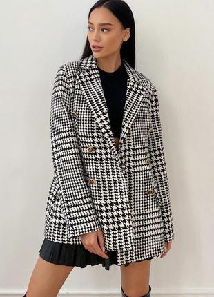 Стильный пиджак на подкладке *50 % шерсть* отличное качество