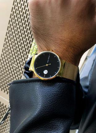 Мужские наручные часы с чёрным циферблатом
