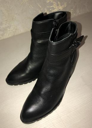 Актуальные демисезонные ботинки кожа aldo 37