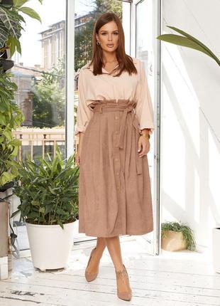 Бежевая вельветовая юбка на пуговицах