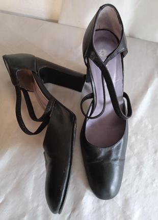 Туфли кожа.36,5-37.tango
