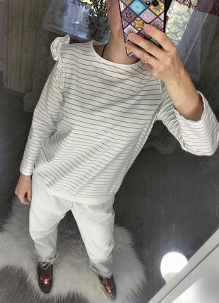Крутой свитшот в полоску трендовый реглан свитер с рюшиками на плечах