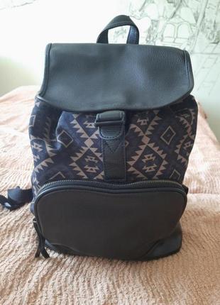 Чорний рюкзак house з орнаментом
