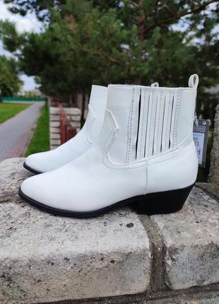 Білі черевики козаки від primark