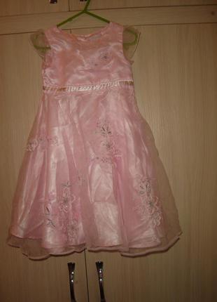 Early days  нарядное платье на 1-2 года  по всему платью вышиты цветы