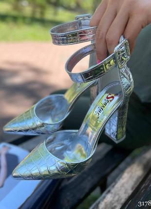 Рр37, 39,40,41.бежевые туфли на каблуке