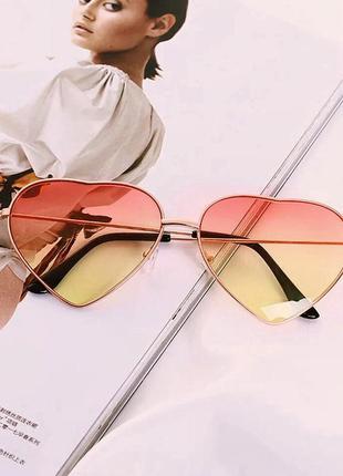 Женские солнцезащитные очки в форме сердечка