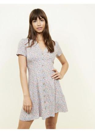 Милое платье в мелкий цветок на пуговках