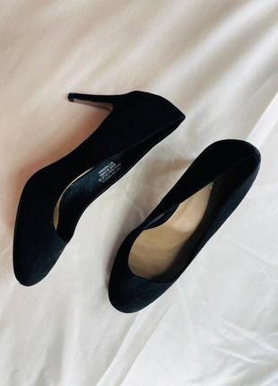 Шикарные черные туфли