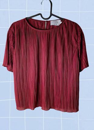 Плиссированная нарядная бордовая блуза с коротким рукавом