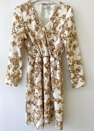 Белое платье золотые вензеля