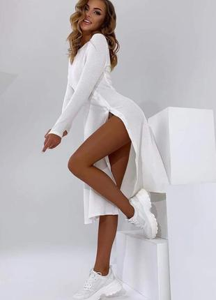 Белое платье с разрезом , трикотажное платье