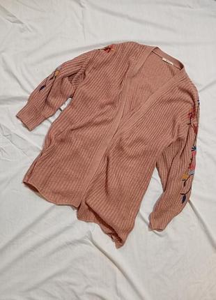 Удлиненный вязаный кардиган с вышивкой
