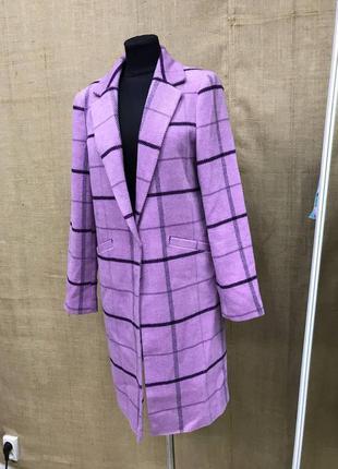 Очень красивое теплое пальто сиреневое с  фиолетовым новое