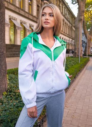 Белая куртка , зеленая куртка , ветровка