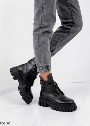 Демисезонные женские кожаные черные ботинки на тракторной толстой подошве, натуральная кожа