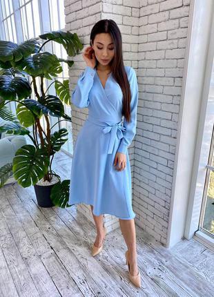 Голубое вечернее платье миди на запах голубого цвета