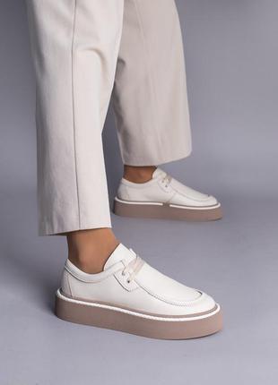 Ботинки лоферы женские кожаные молочные на шнурках