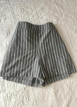 Серые шорты с высокой посадкой из плотной ткани