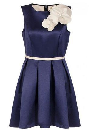 Quiz платье синее белое с брошью цветок новое ассиметрия эко замш атлас классическое