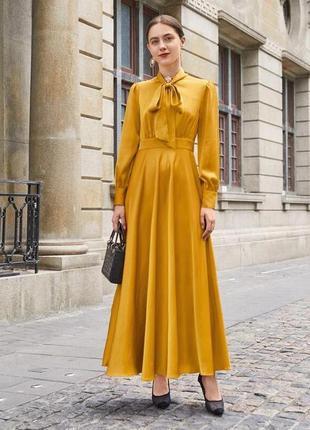 Изысканное атласное платье миди