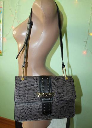 Красивая сумочка с украшением пантеры