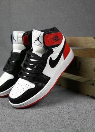 Мужские кроссовки nike air jordan 1 retro кожаные.черные.красные