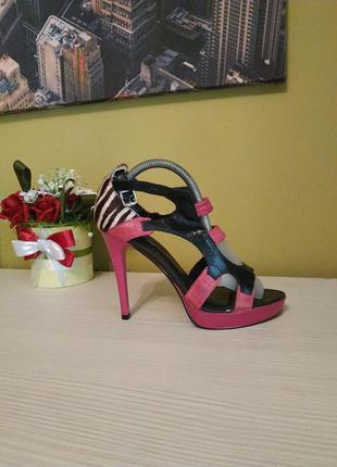 Кожаные яркие босоножки на высоком каблуке  подарок к любой покупке