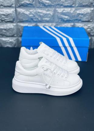 Кожаные белые кроссовки. много обуви!!!