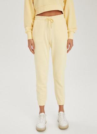 Желтые укорочённые штанишки