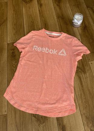 Яскрава футболка від reebok