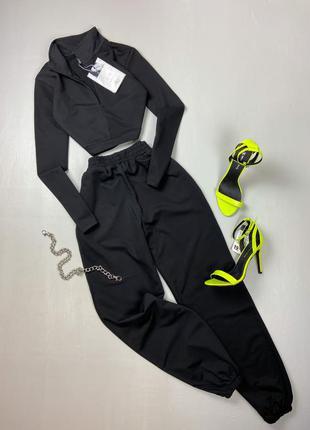 Базовый черный спортивный костюм с укороченным свитшотом