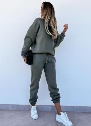 Спортивный костюм женский однотонный утепленный на флисе, брюки джоггеры с карманами и свитшот оверсайз