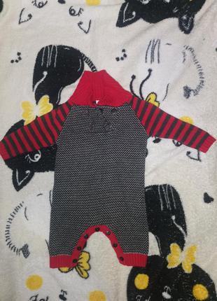 Вязаный ромпер на малыша