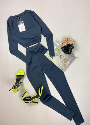 Базовый костюм: лосины + кроп-топ