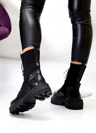 Модные черные женские ботинки с текстильной эластичной вставкой на шнуровке