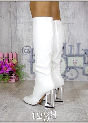 Женские белые сапоги на фигурном  каблуке 35-40