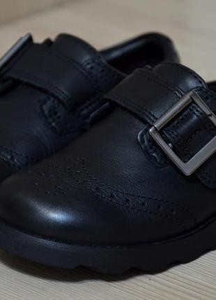 Стильные туфельки с пряжкой на липучке