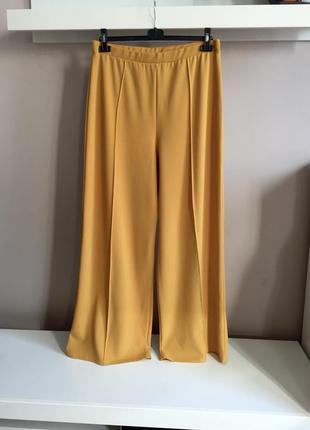 Стильные горчичные брюки