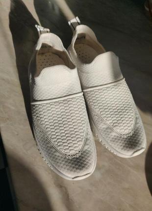 Кроссовки белые 39-40р