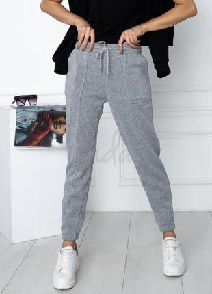 Серые утепленные спортивные штаны на флисе