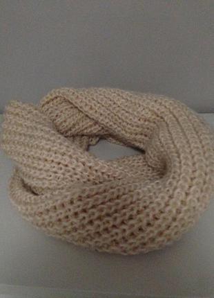 Нюдовий вязаний шарф