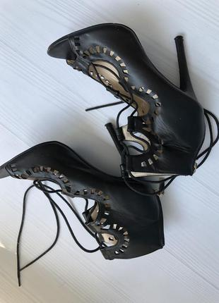 Туфли босоножки на шнуровке
