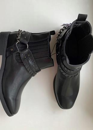 Ботинки трендові жіночі, черевики на низькому каблуку, ботинки короткі, стильная обувь.