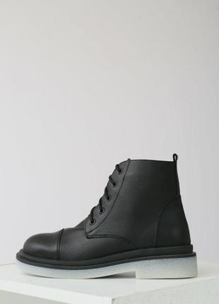 Темные демисезонные кожаные ботинки на низком ходу vm-bg-01ch