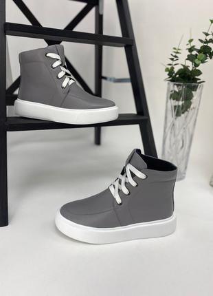 Ботинки на шнурках кожаные серые демисезонные
