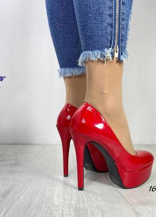 Туфли на платформе и каблуке шпильке